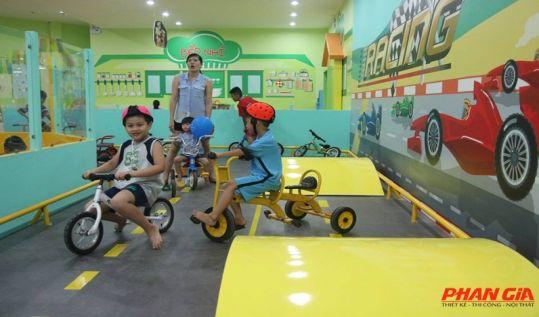 khu vui chơi trẻ em đua xe
