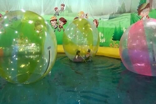 khu bóng đụng dưới nước