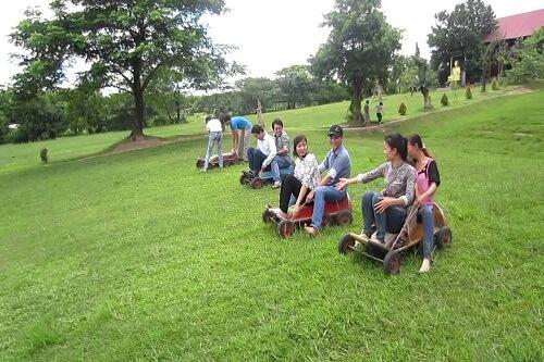 khu vui chơi trượt cỏ