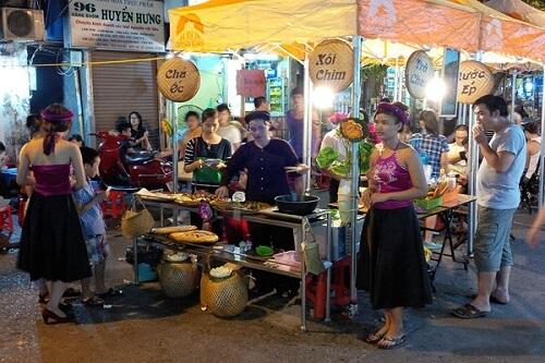 phố ẩm thực hàng buồm