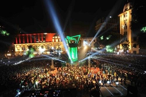 quảng trường cách mạng tháng 8