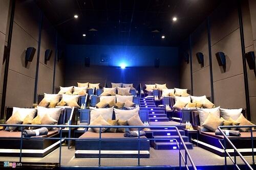 rạp chiếu phim - địa điểm vui chơi ở sài gòn về đêm